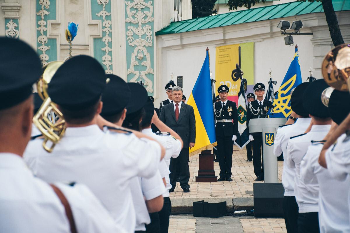 Петр Порошенко поздравил правоохранителей с Днем Национальной полиции