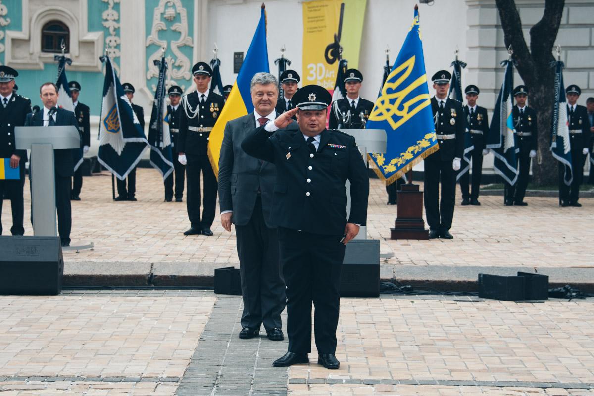 Порошенко наградил правоохранителей за мужество, проявленное, значительный вклад в борьбу с преступностью и высокий профессионализм