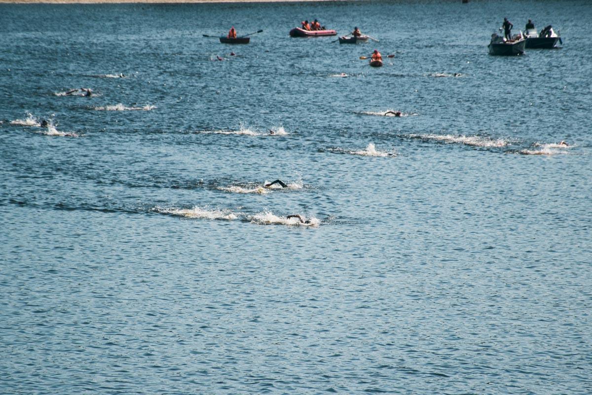 Участникам заплыва пришлось преодолеть расстояние между Трухановым островом и Почтовой площадью