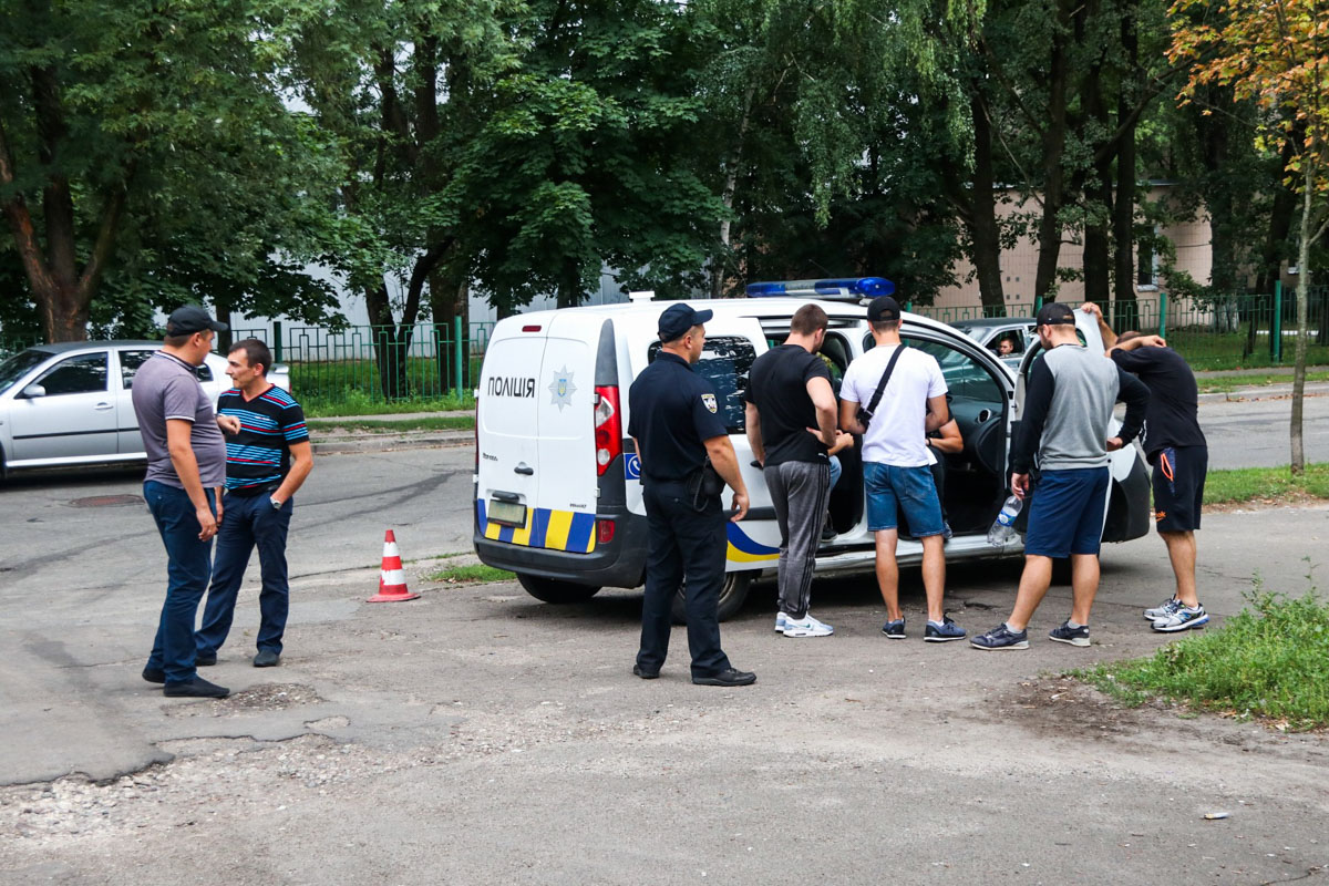 Конфликт произошел между лицами грузинской национальности, которые украли мобильный, владельцем телефона и патрульными, которые пытались их растянуть