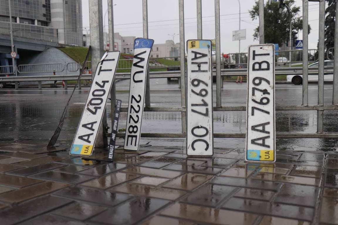 Однако на месте потопа нашли много номерных знаков