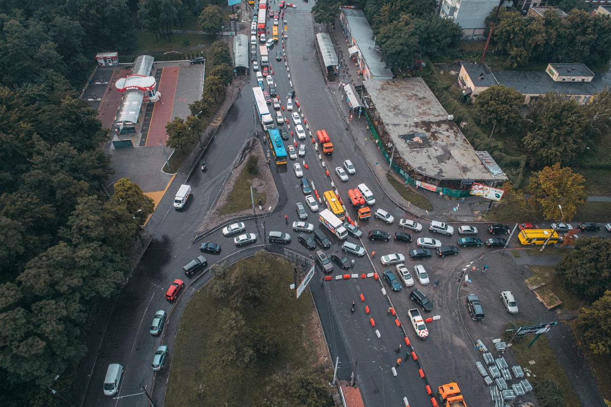 Движение транспорта по улице Телиги под мостом на Дорогожичах восстановили в сторону центра