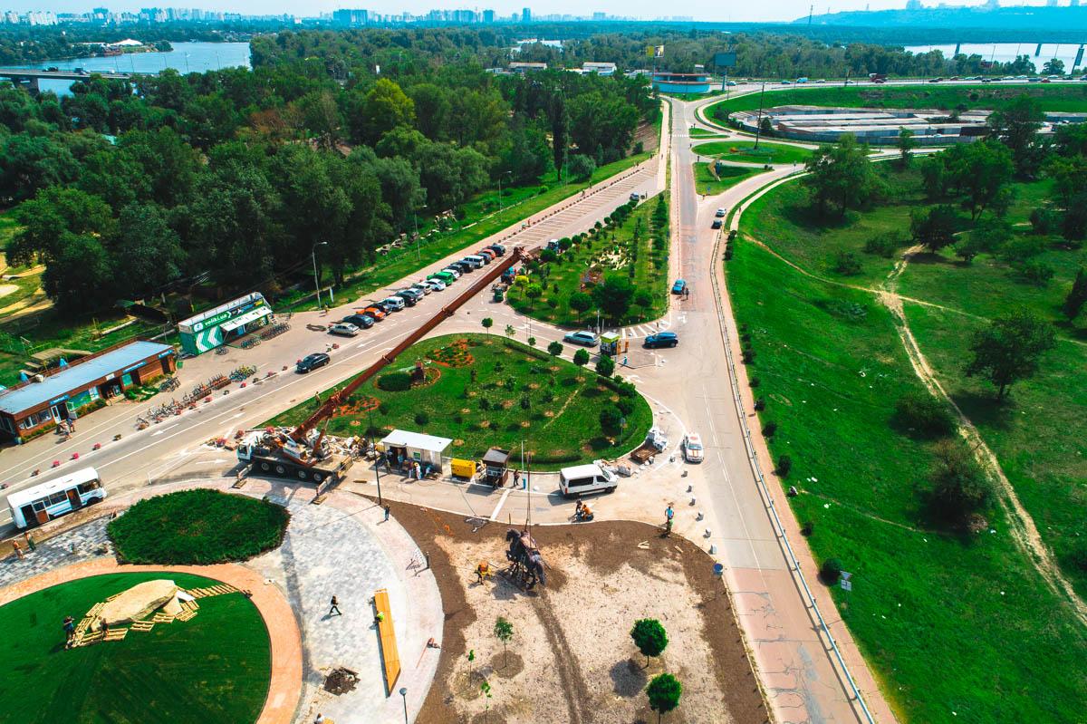 Скульптура и сквер Ильи Муромца – первые элементы обновленного одноименного парка