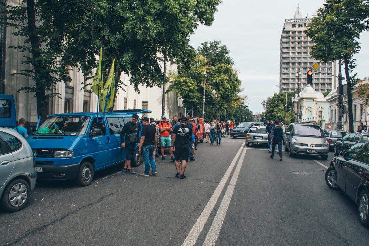 Улица Грушевского все еще перекрыта