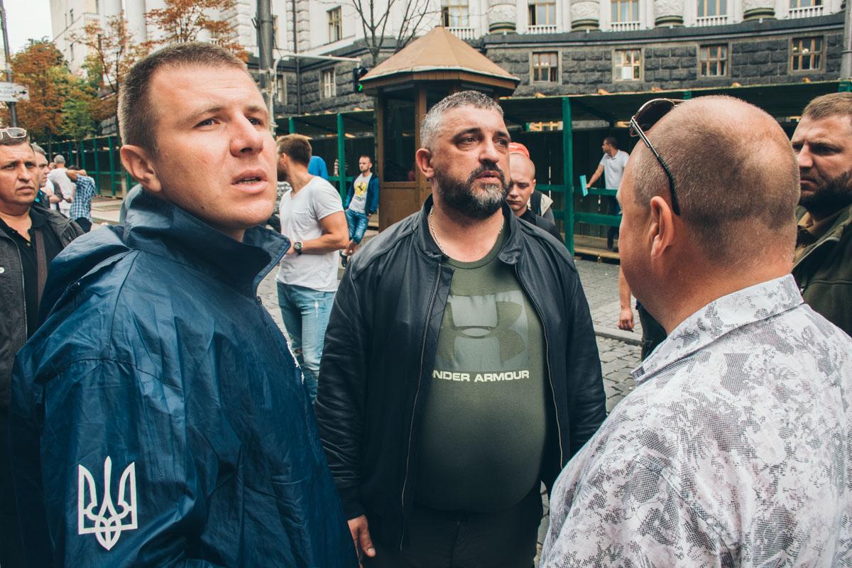 Глава организации «АвтоЕвроСила» Олег Ярошевич (в центре) рассказал у об основных итогах протестного дня