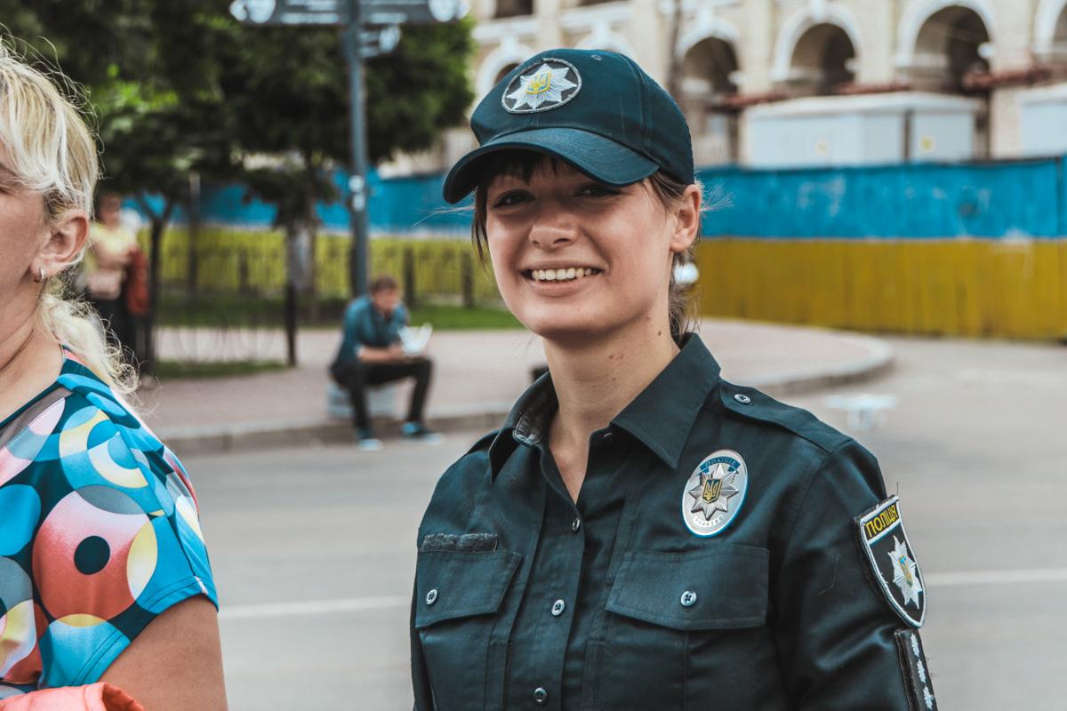 Полицейского лучше только улыбающийся полицейский