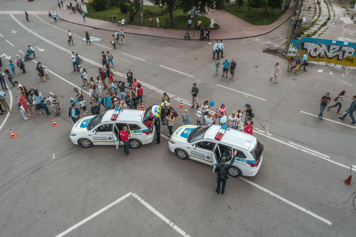Можно и на полицейском авто проехаться