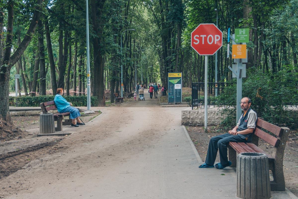 Лавочек в парке хватит на всех