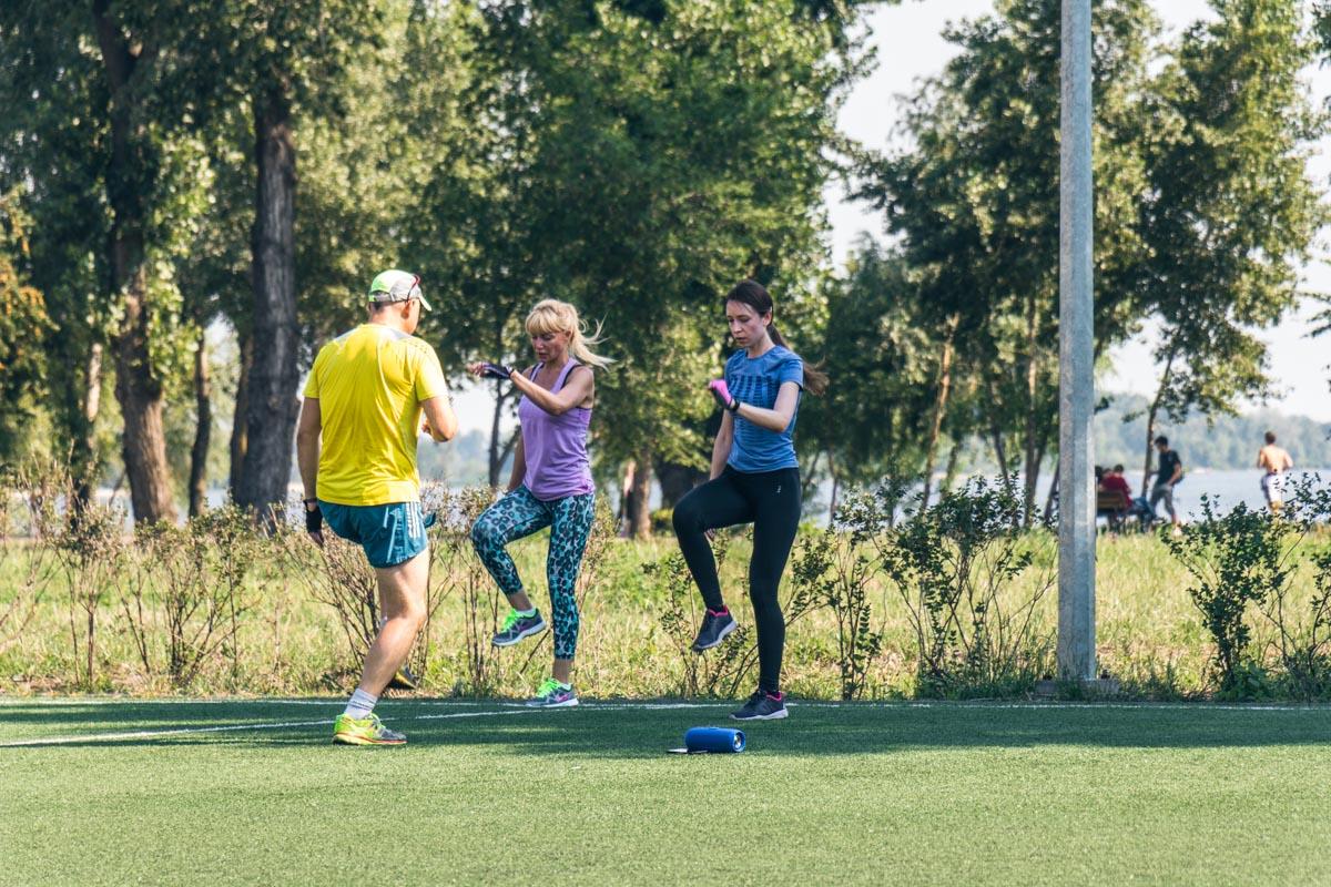 В парке есть спортивное мини-поле