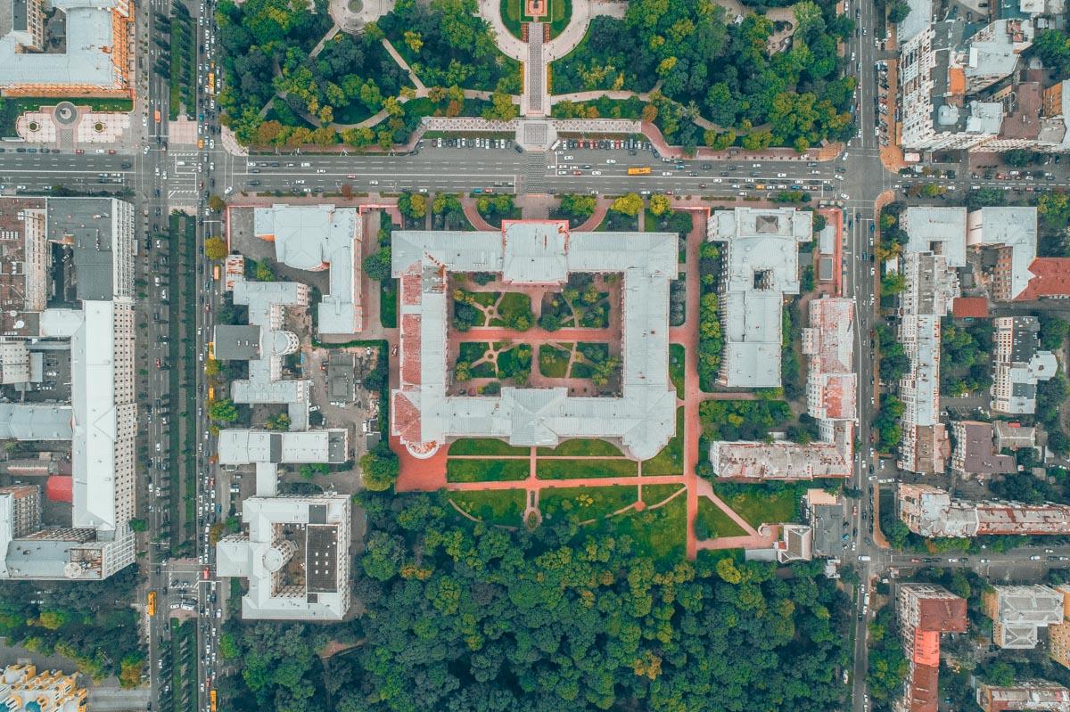 Университет органично вписался в городскую среду