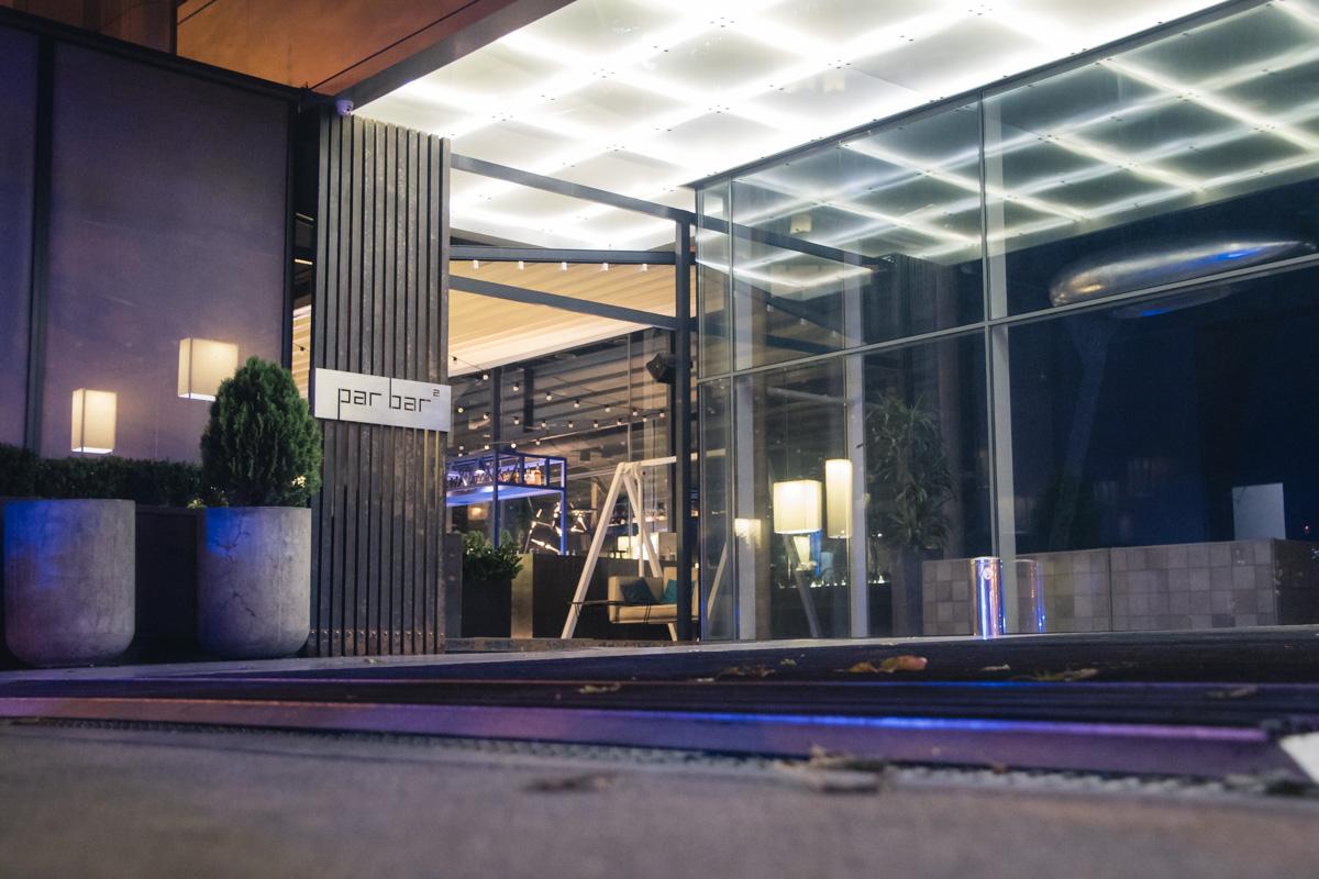 Однаков здании бизнес-центра на первом этаже располагаетсяPar Bar, который работает круглосуточно