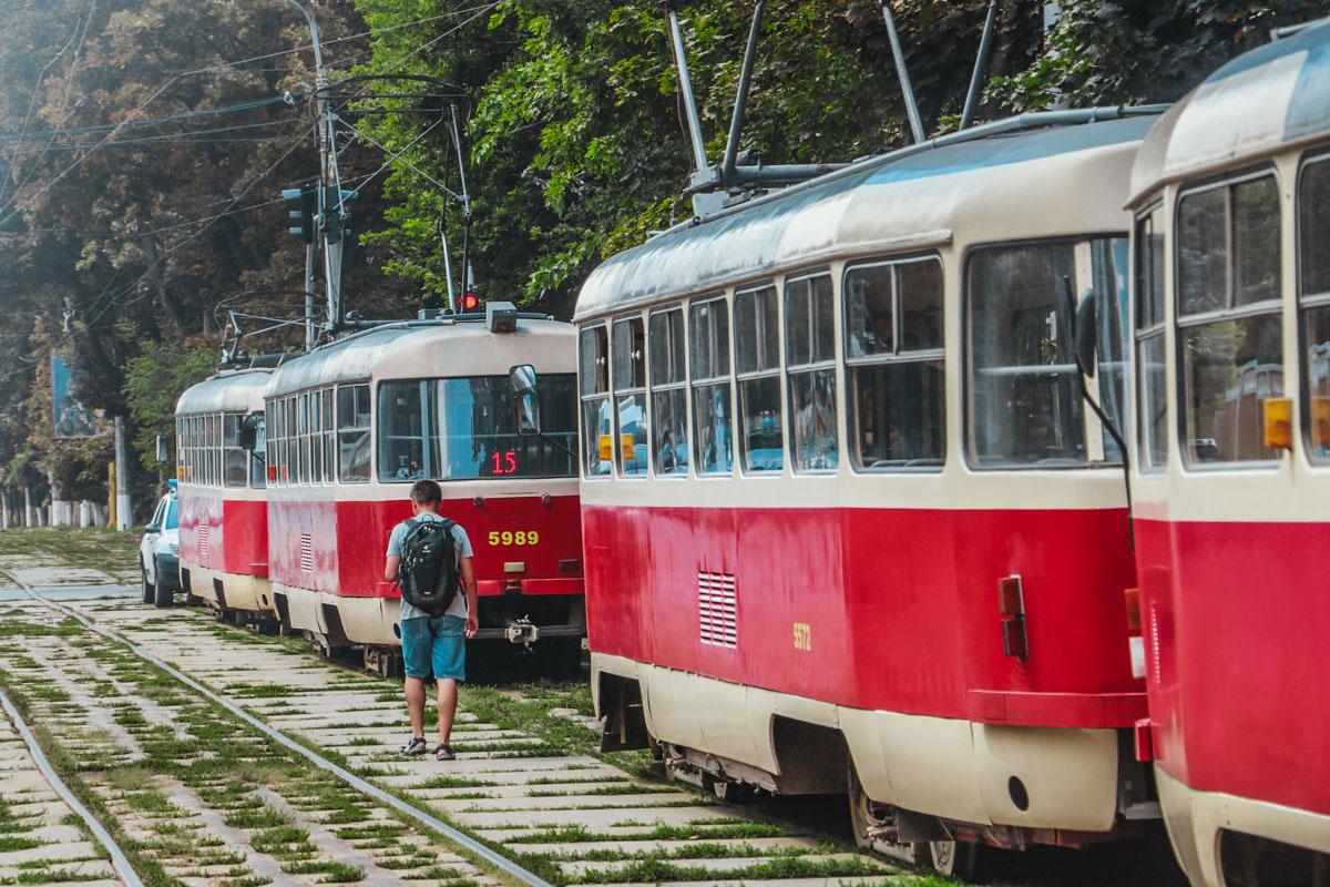В Киеве около остановки Довнар-Запольского пожилой мужчина умер в салоне трамвая