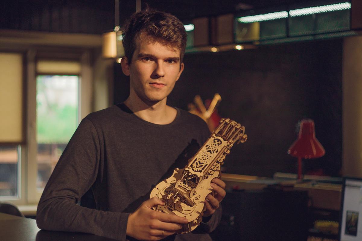 Дизайнер Станислав Шевченко рассказал о собранном музыкальном инструменте