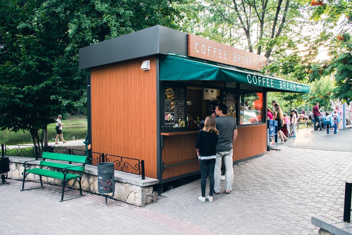 МАФ Coffee Break стоит возле озер много лет, владелец считает версии бредом