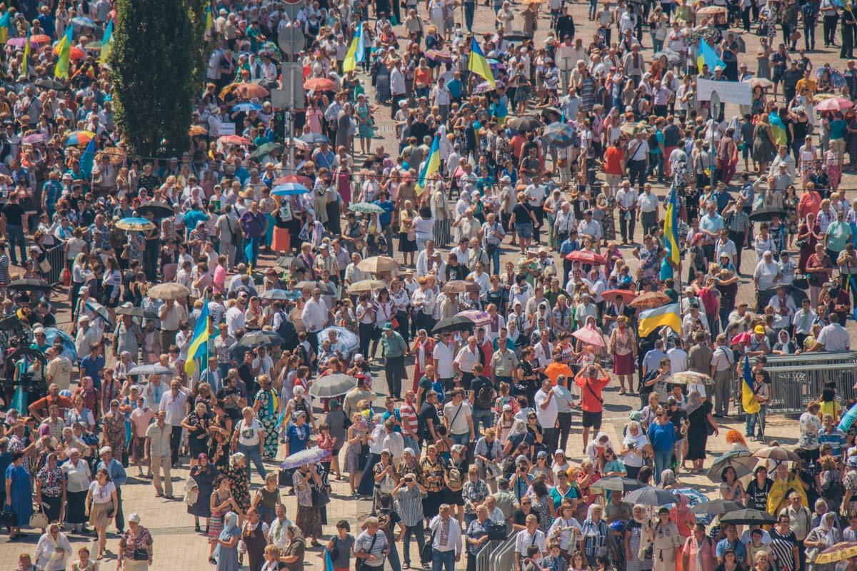 По столичным улицам прошли около 65 тысяч верующих