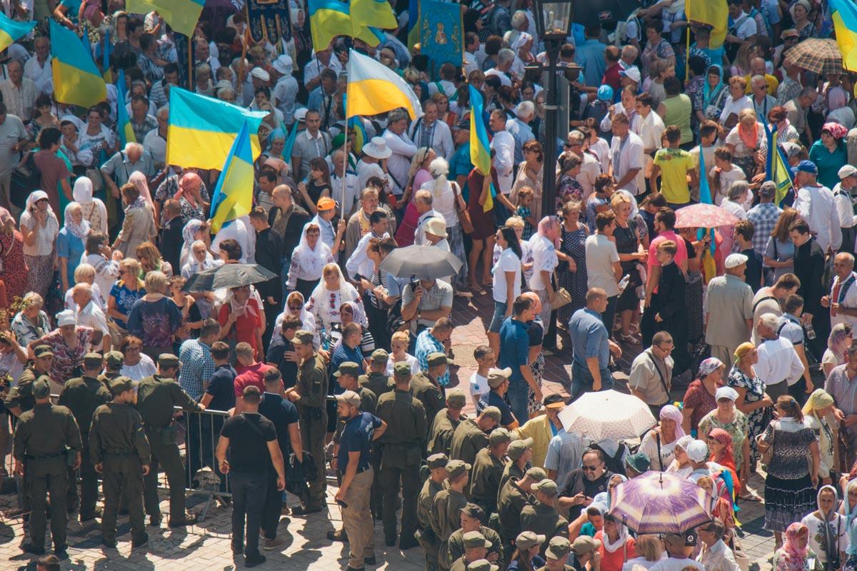 Напомним, для Для обеспечения безопасности шествияполиция Киева перешла на усиленный режим работыбезопасности шествияполиция Киева перешла на усиленный режим работы