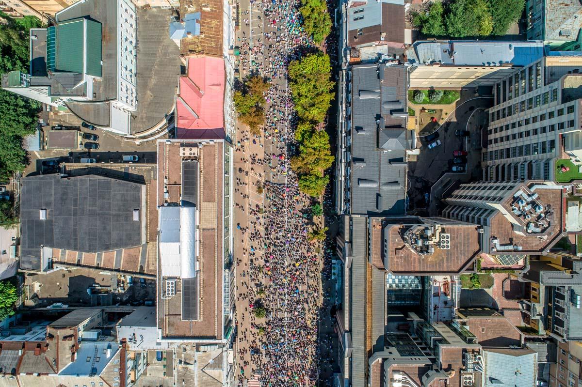 Вид на шествие с высоты