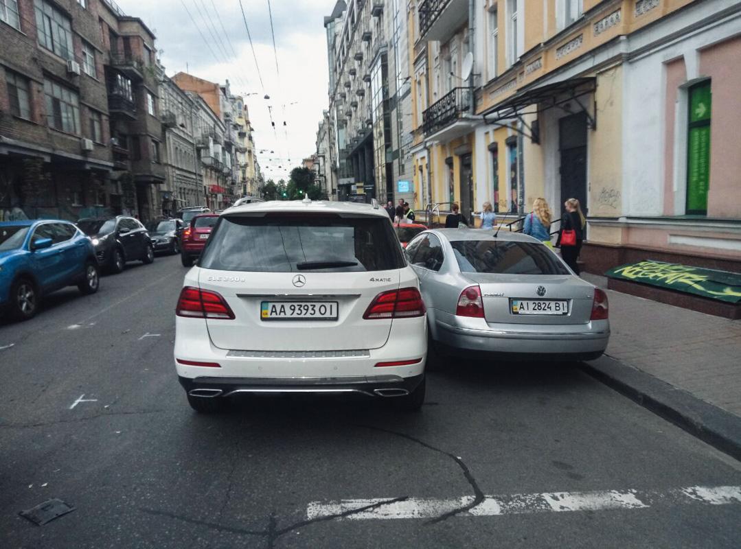 На улице Большая Житомирская произошло ДТП с участием 5 машин