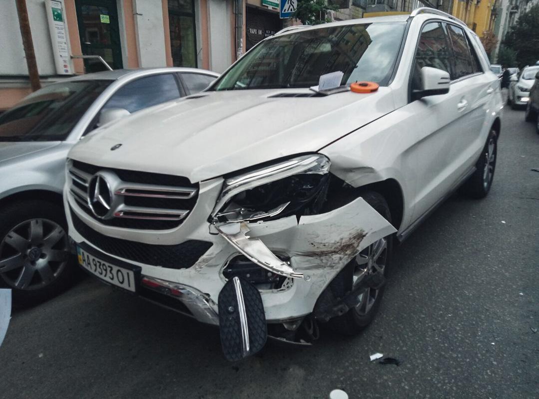 Со стороны улицы Михайловской двигалсяMercedes GLE 250