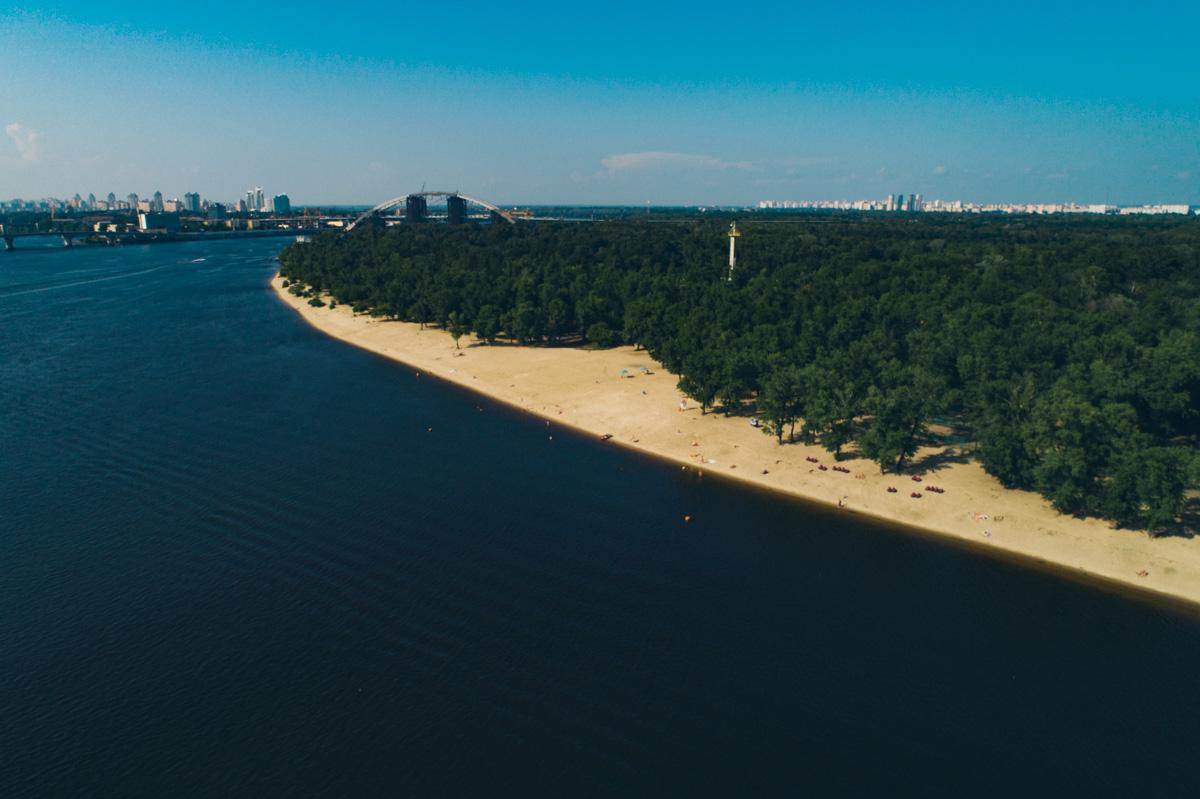 """Песчаный пляж и красивый лес — """"комбо"""" для любителей прекрасного отдыха"""