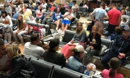 Без еды и воды: в Киеве и других городах пассажиры Bravo Airways третьи сутки ждут вылета