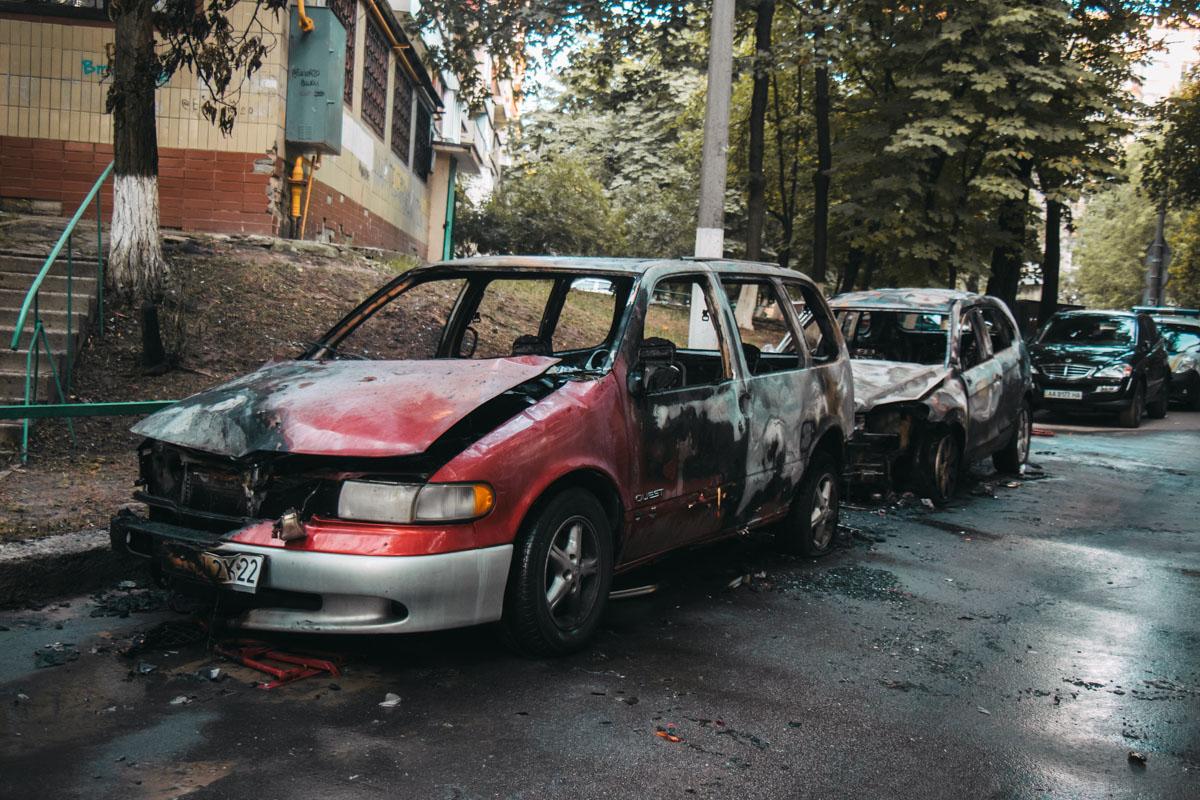 Сгорели Chevrolet Captiva и Nissan Quest