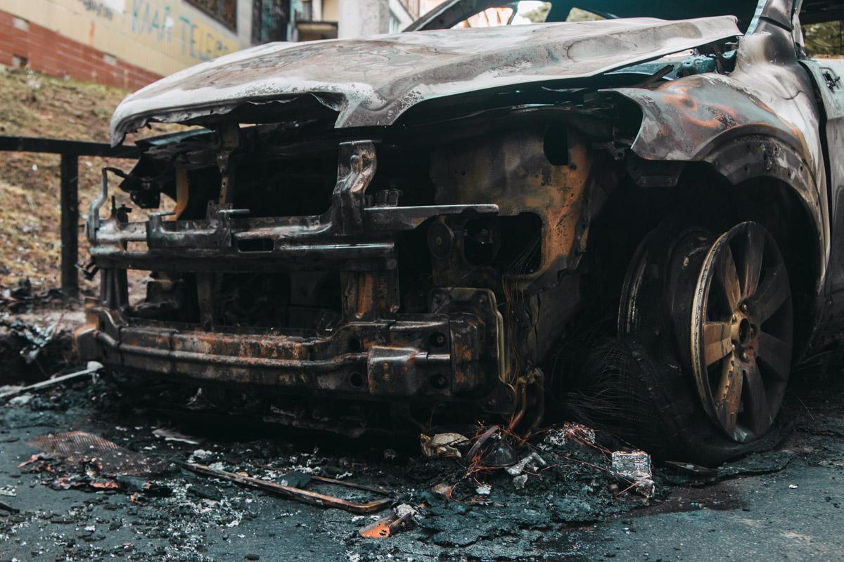Владелец автомобилей считает, что это был поджог