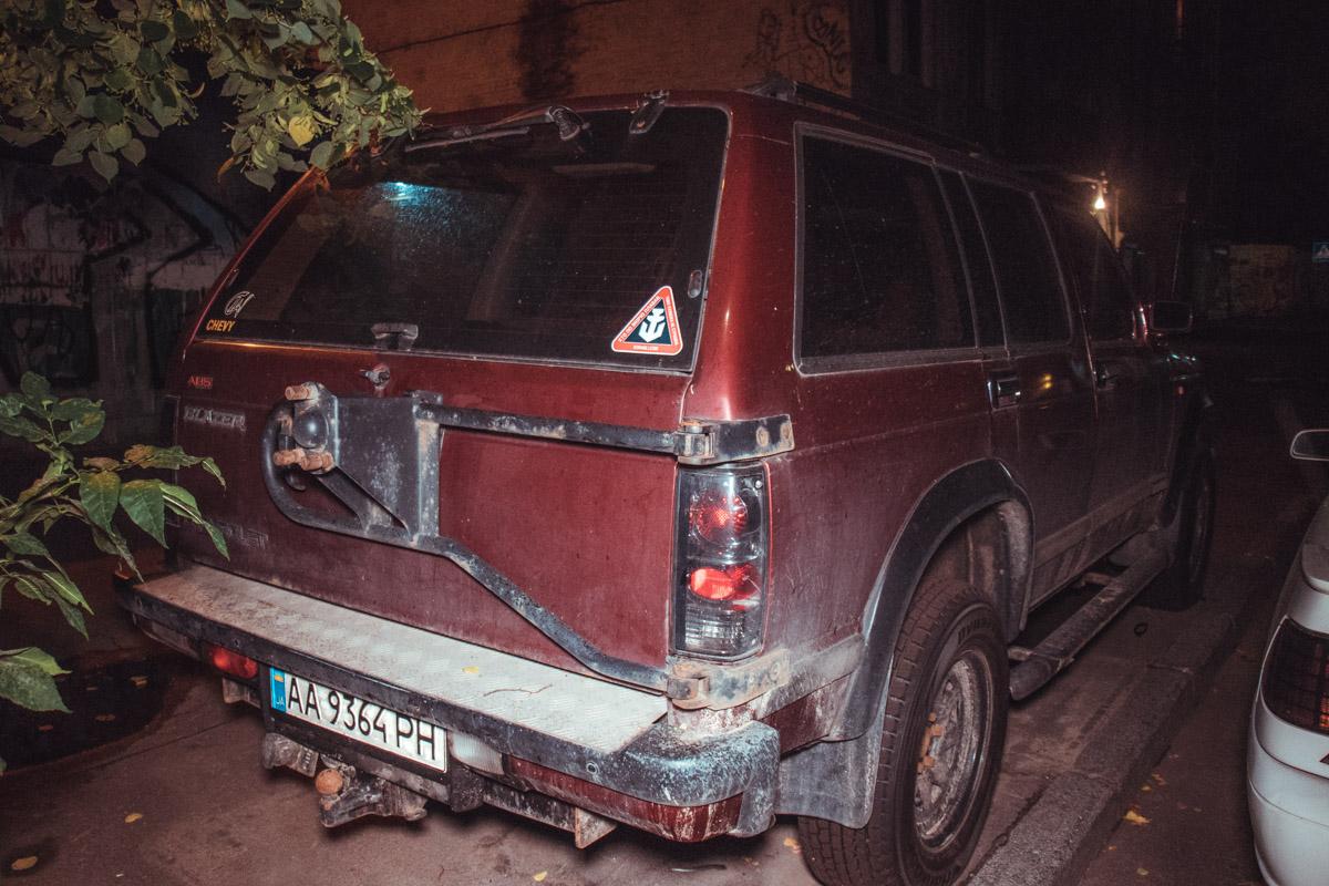 Колесные болты и тормозные диски покрылись ржавчиной, значит машина давно не выезжала