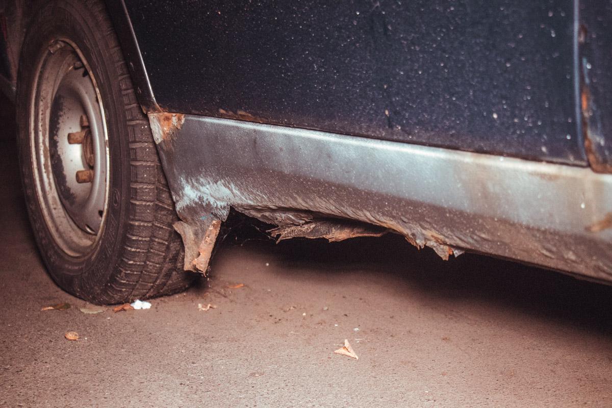 Пороги автомобиля замене не подлежат, они уже сгнили