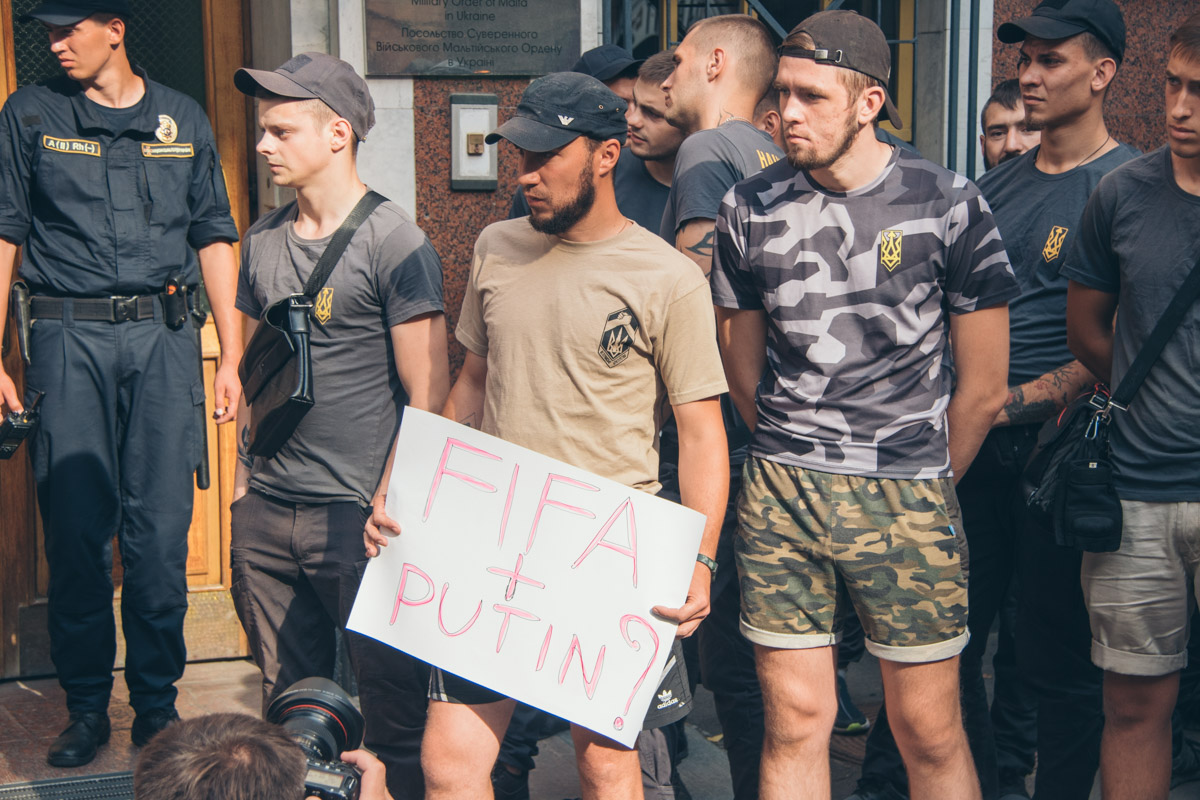 Причиной санкций со стороны FIFA стало видео, записанное футболистами после матча со сборной России.