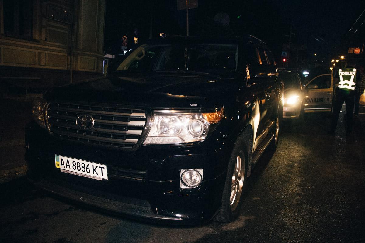 Пассажиры автомобиля утверждали, что за рулем находился водитель, который убежал из машины