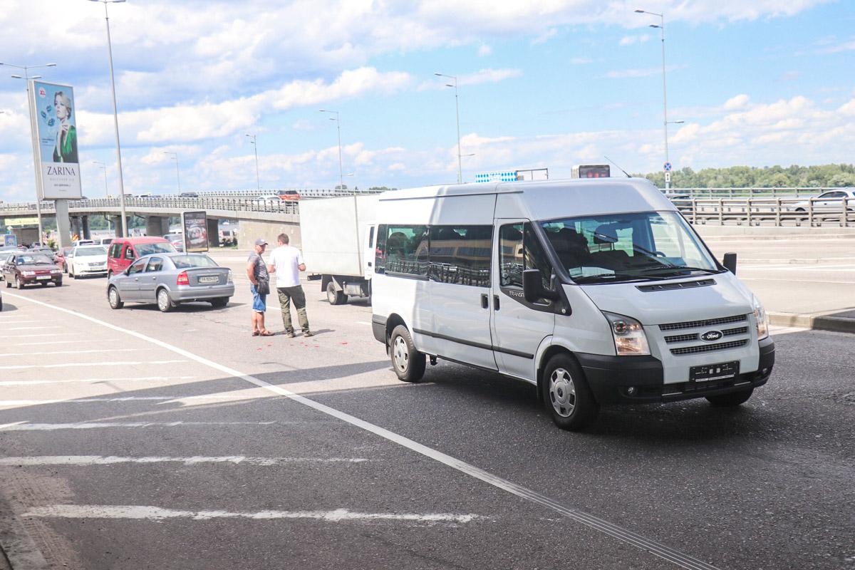 Одним из участников аварии стал Ford Transit, который принимал участие с свадебной церемонии