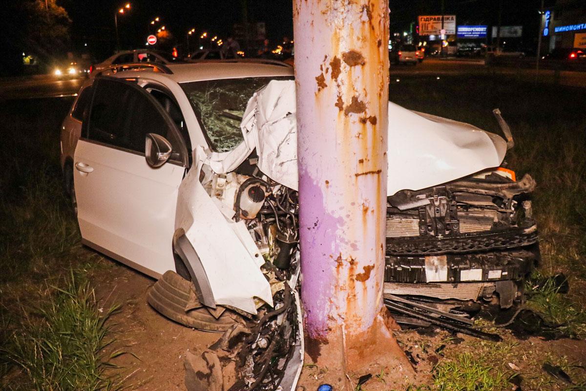 Владельца зажало в авто. Выбраться ему удалось только с помощью спасателей