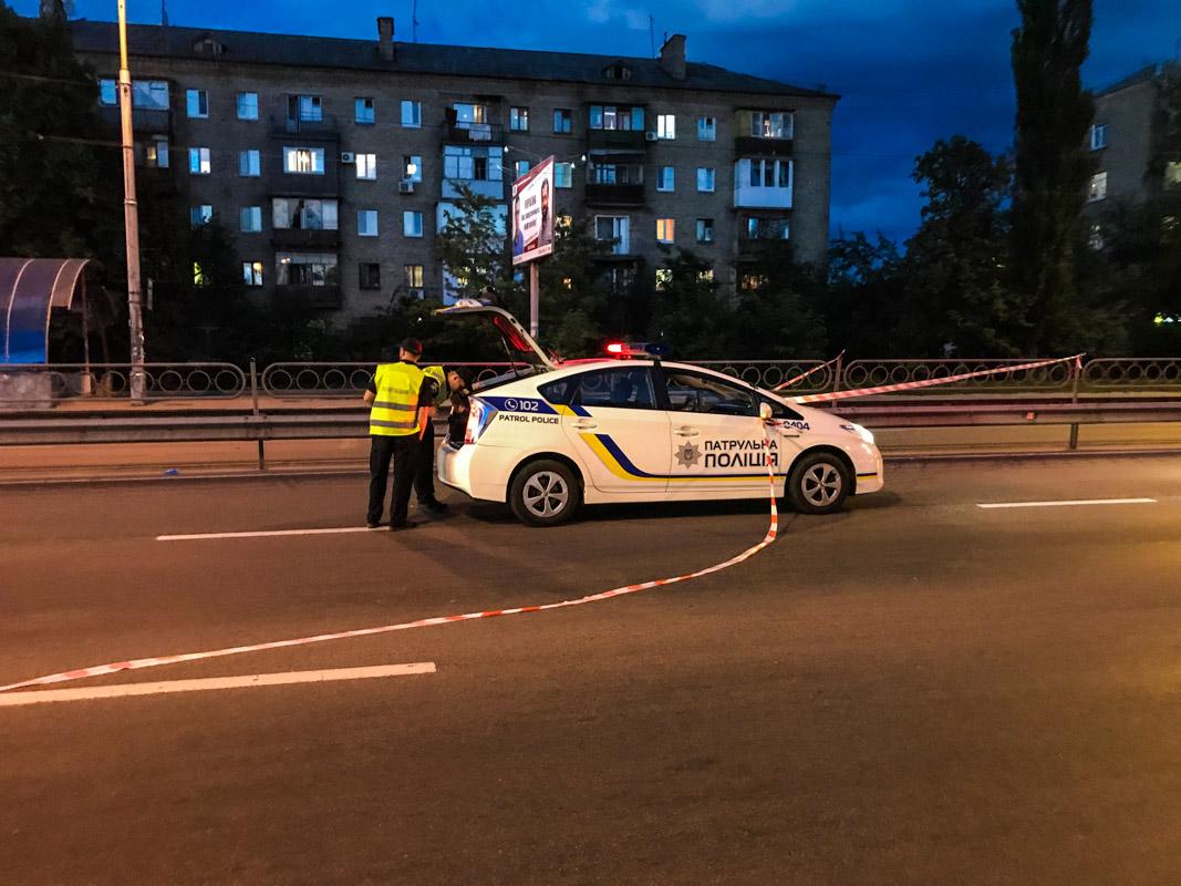 Столкнулись полицейский Prius, мотоцикл Suzuki и Nissan Teana