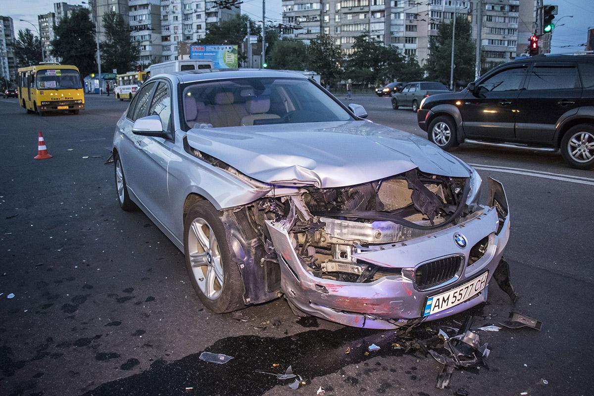 На пересечении улиц Радунской и Лесковской столкнулись BMW и Opel