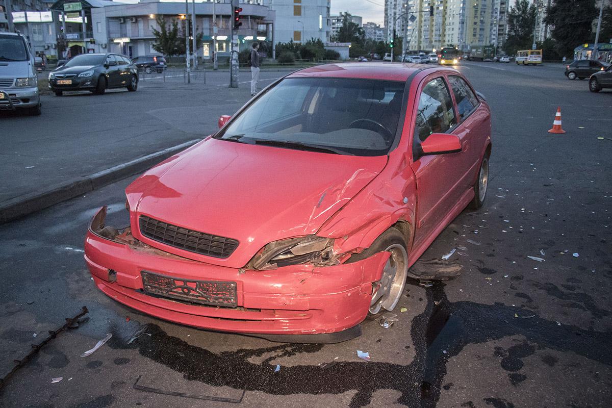 Водитель Opel получил травму головы