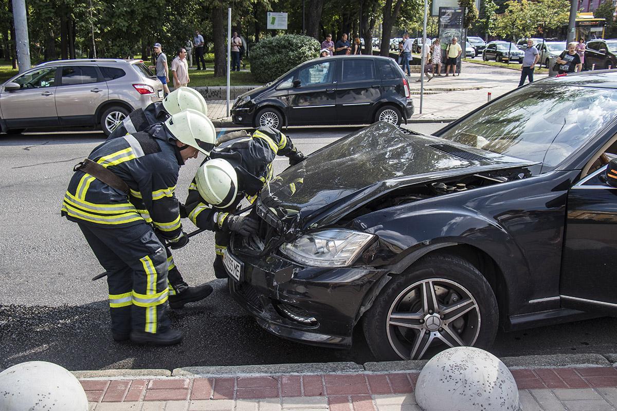 На перекрестке бульвара Шевченко и улицы Владимирской произошло тройное ДТП
