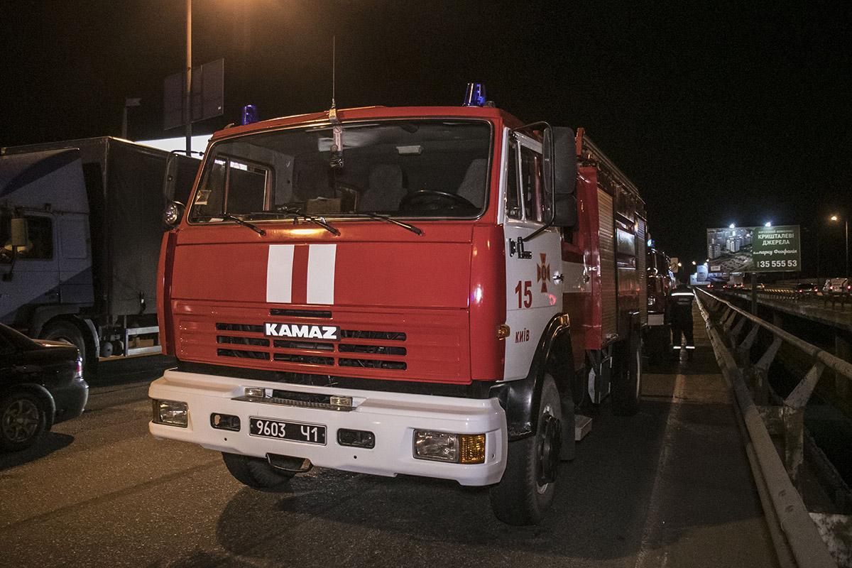 На место выезжали пожарные