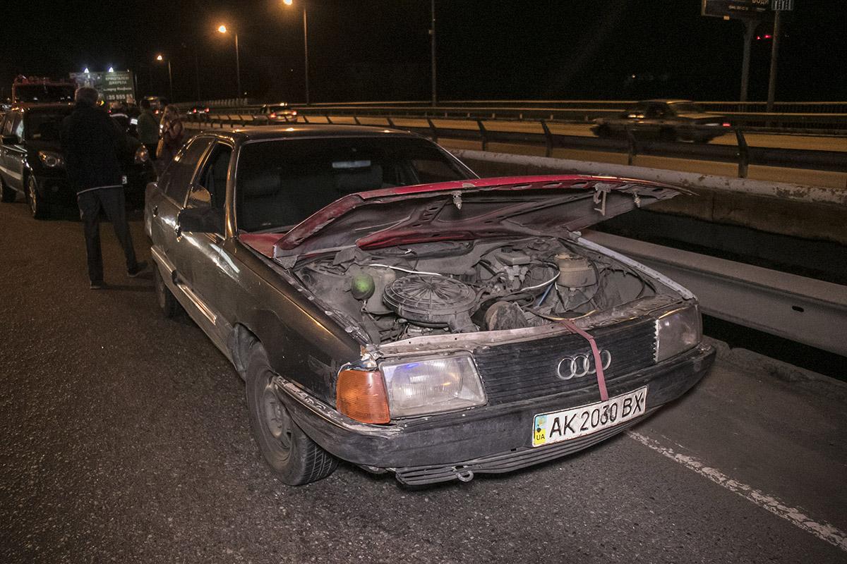 У Audi капот открылся на ходу