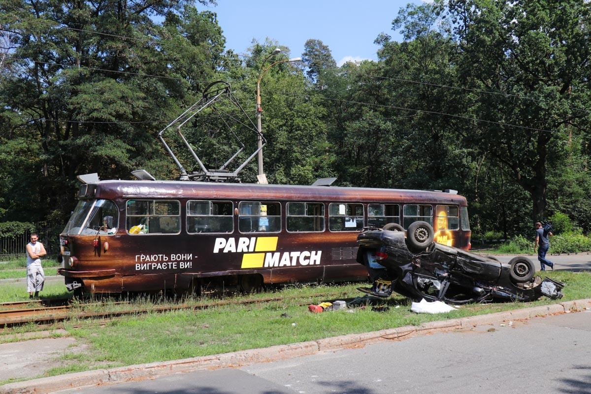 Движение трамваев по маршруту №№ 11, 12, 16 парализовано