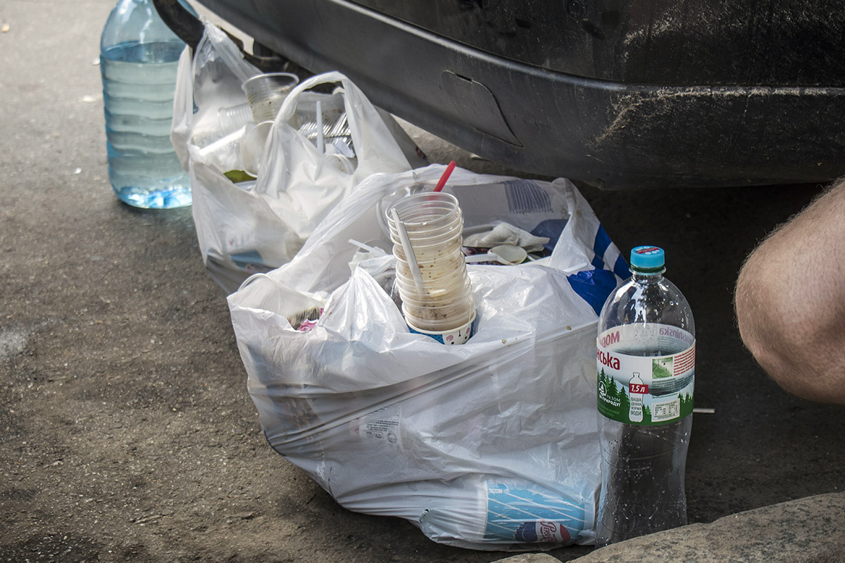 Весь мусор уедет тоже
