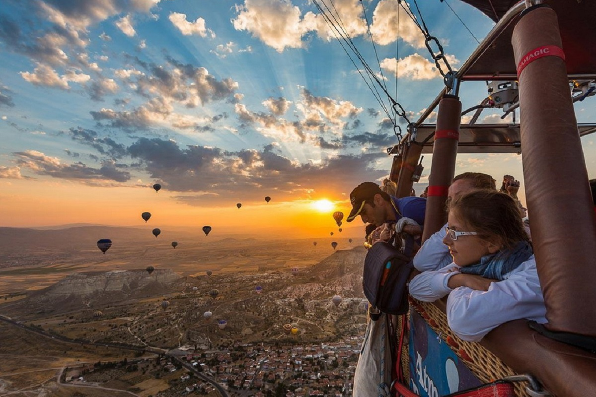 Полет на воздушном шаре — это самый романтичный способ покорить небо