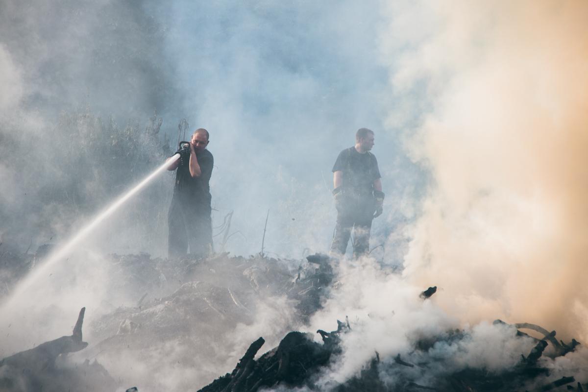 Огонь охватил 1000 квадратных метров территории