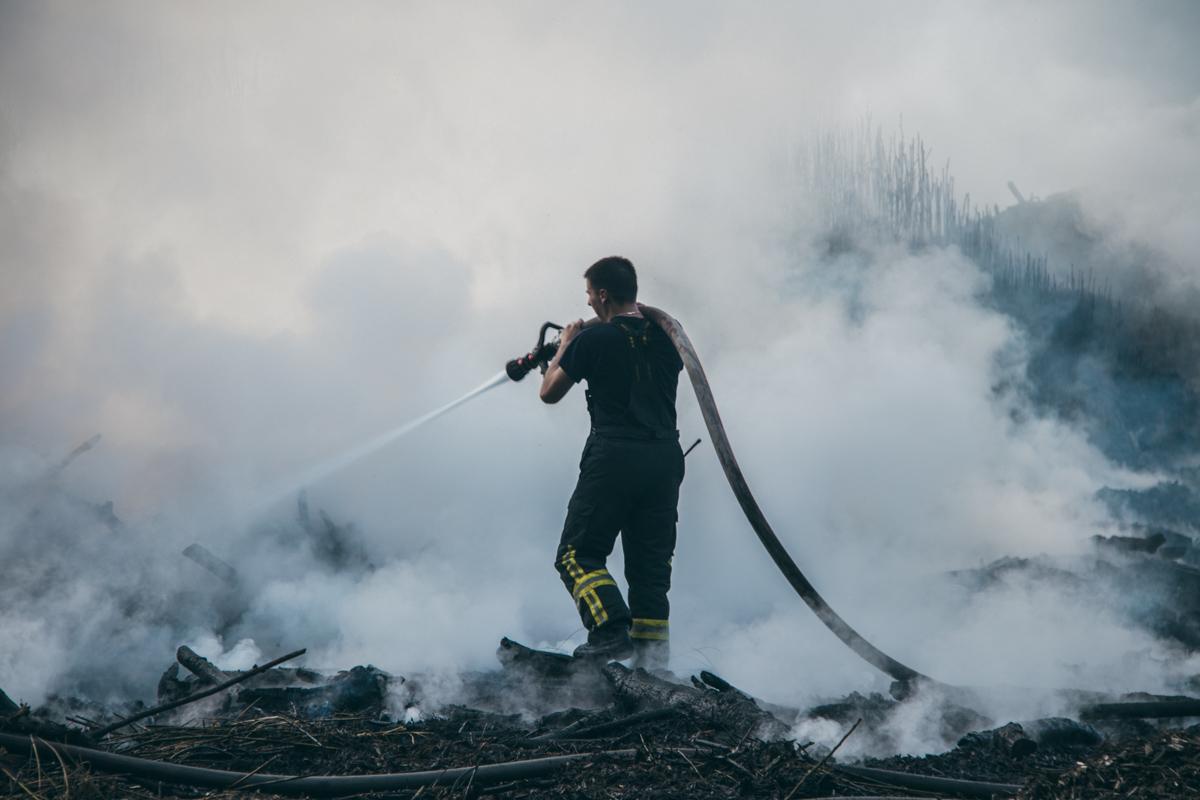Спасатели боролись с огнем более полутора часа
