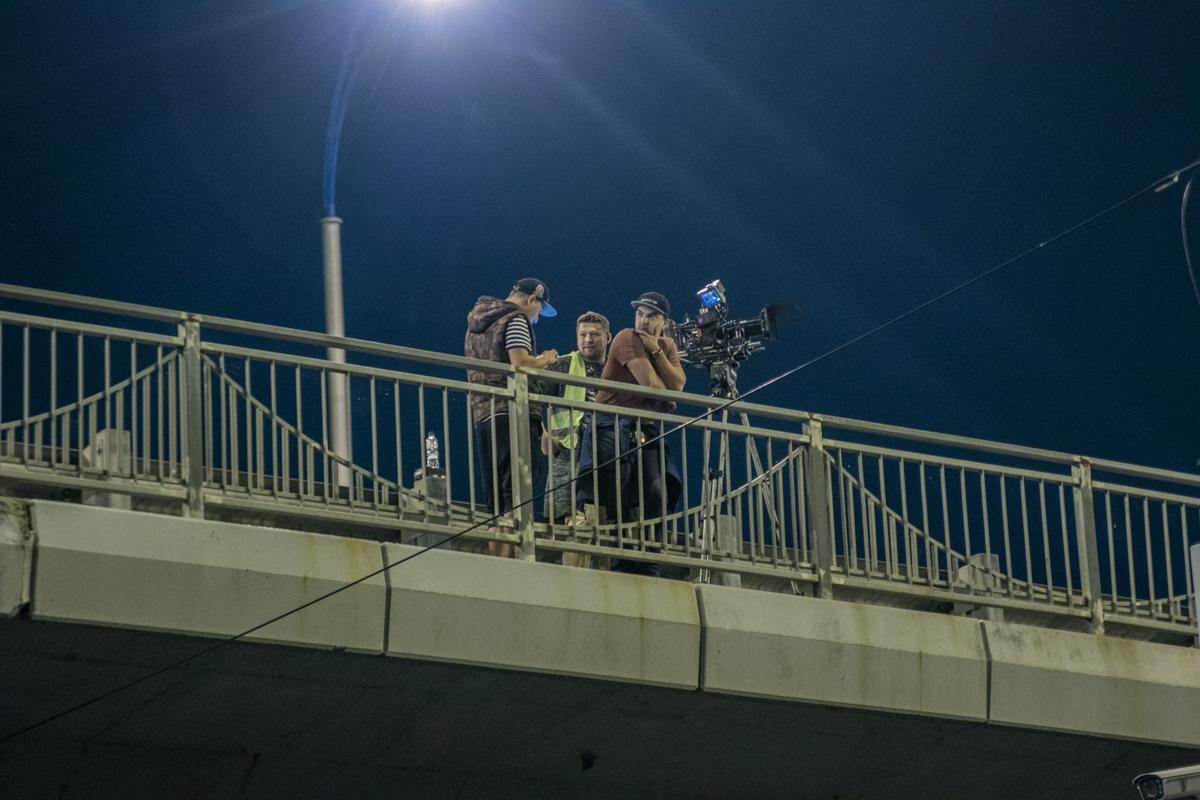Камеры окружили мост со всех сторон
