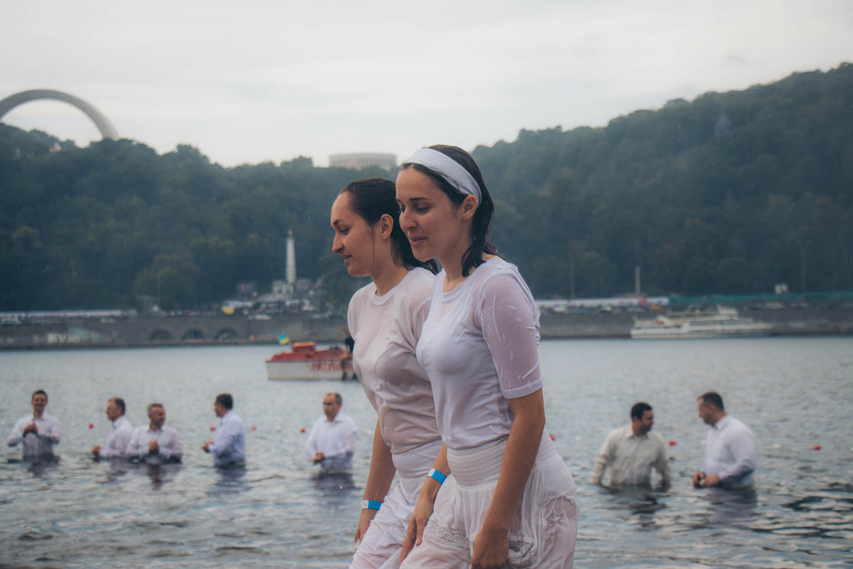 Крестили тез, кто в сознательном возрасте вступил в завет с Богом