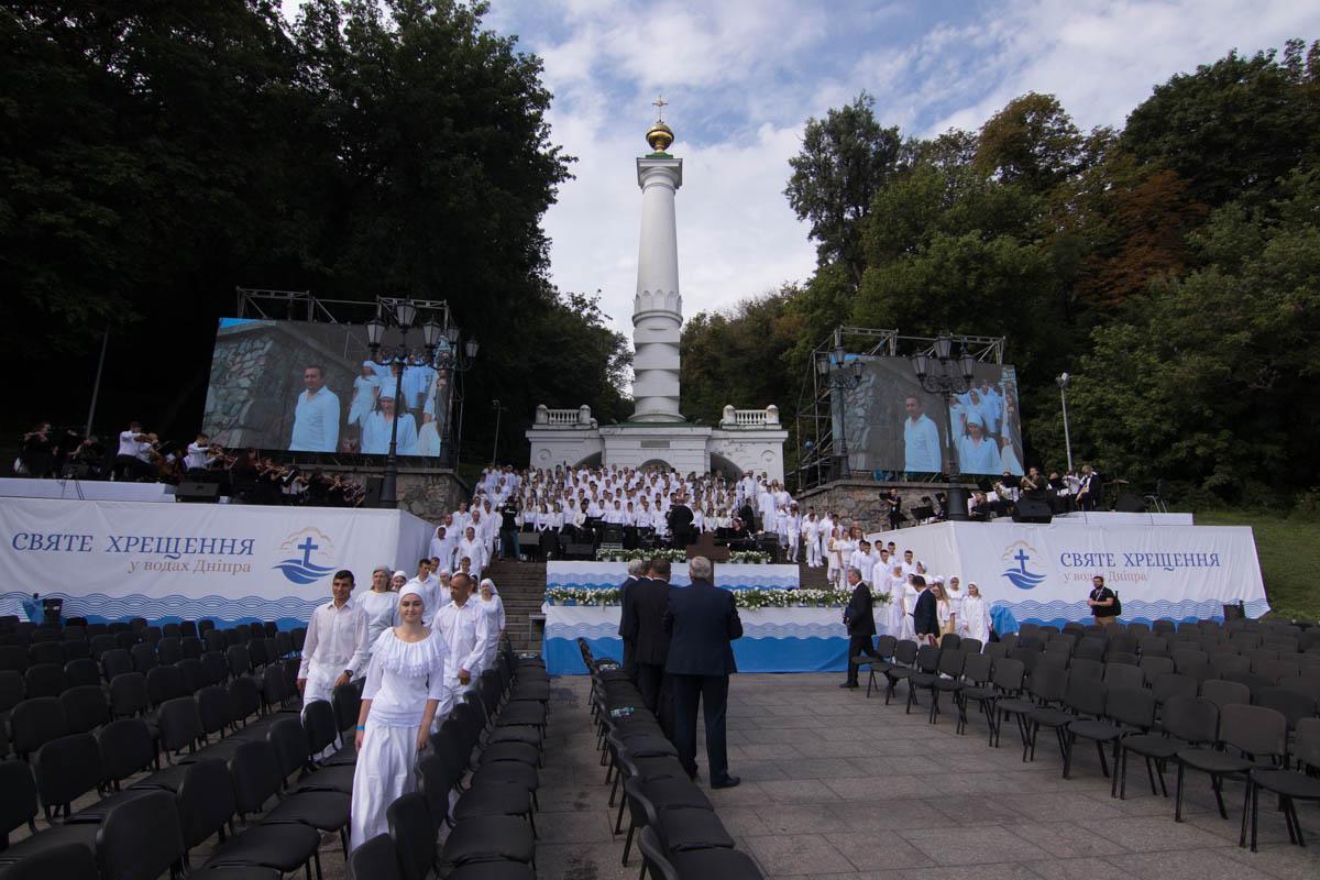 В воскресенье, 22 июля, в честь празднования1030-летия крещения Киевской Руси в водах Днепра совершили Таинство Крещения