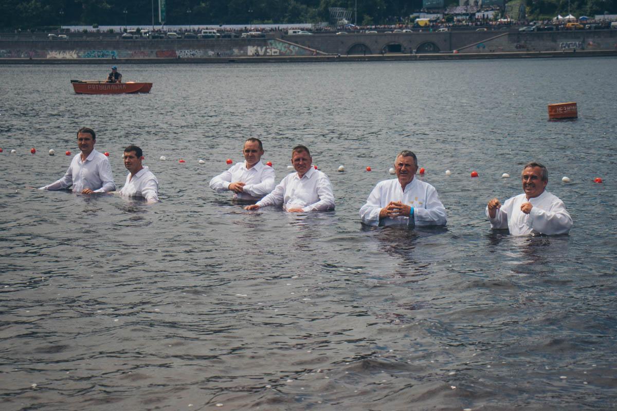 500 священнослужителей продолжили традицию Князя Владимира