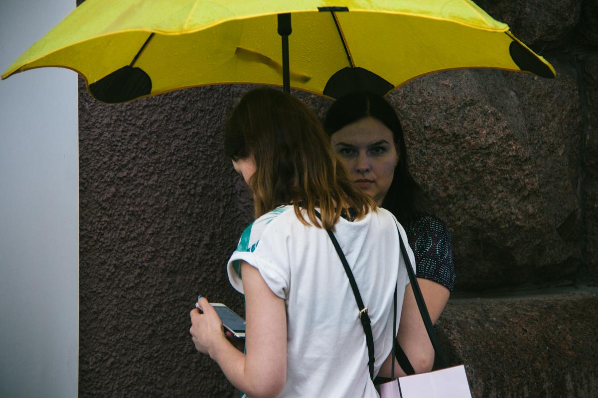 Зонтик цвета солнышка — чтобы хоть где-то оно было!