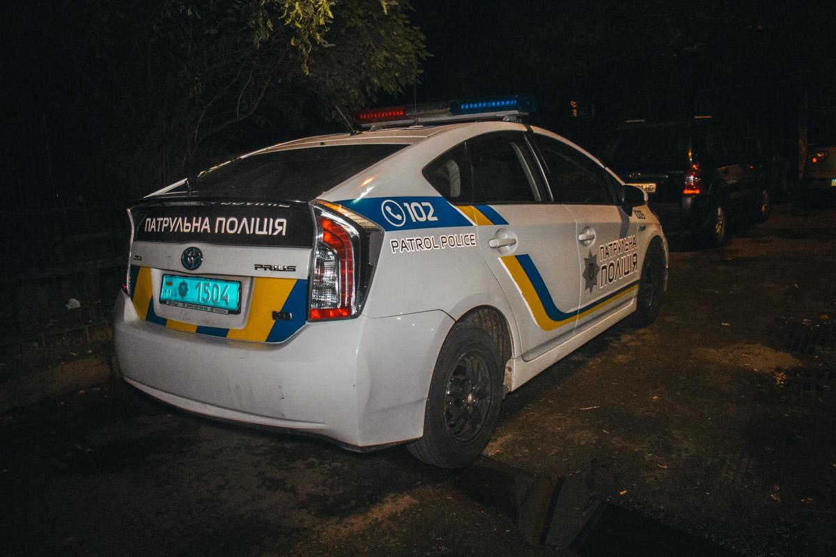 Полиция попросила всех жильцов подъезда покинуть квартиры